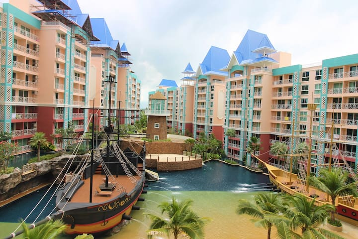 Ocean view with great waterpark and kids pool - Brand new!