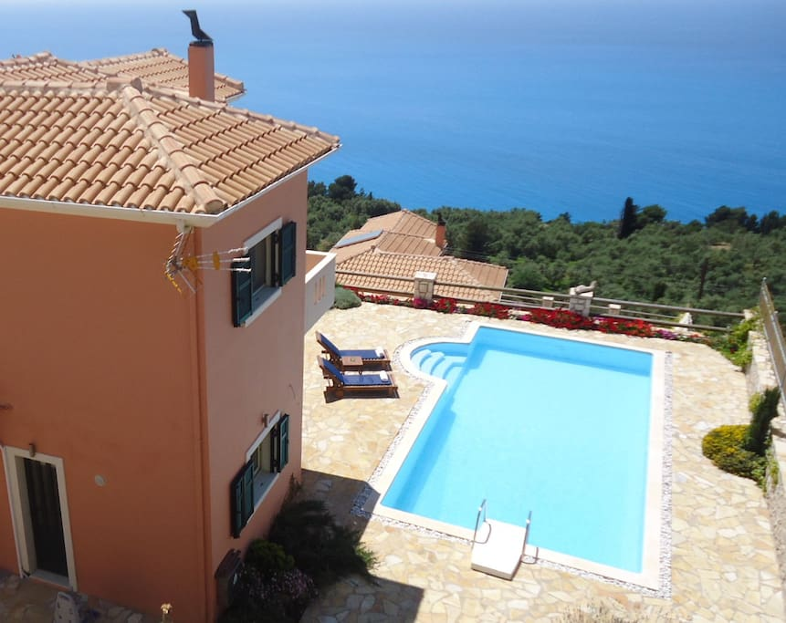 Villa with private pooln and wonderful seaviews