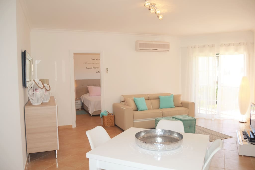 Lovely pristine apartment, newly redecorated and furnished