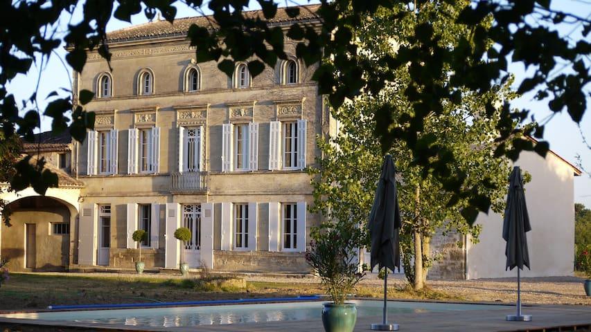 Château la Maronne - Chambre papillons - Mauriac - Hospedaria