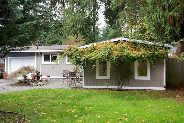 Bungalow with Beach Rights - Sammamish - Haus