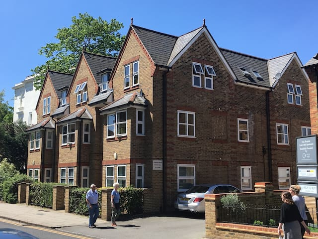 Outstanding Ground floor Apartment central Windsor
