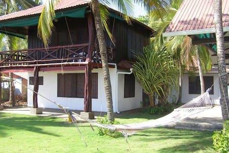 Casa, Mar y Arte - Cañas - House