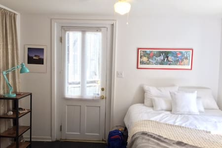 Jazzy Studio Apartment, Fabulous Location! - New Orleans - Apartment