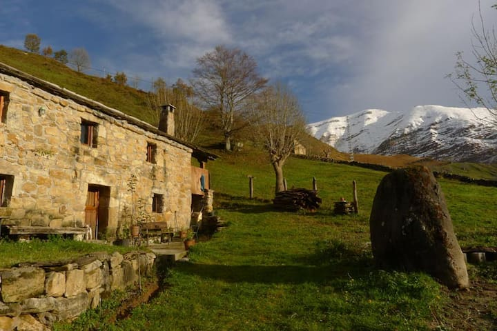 Typical mountain cabin in Cantabria - San Roque de Riomiera - Haus