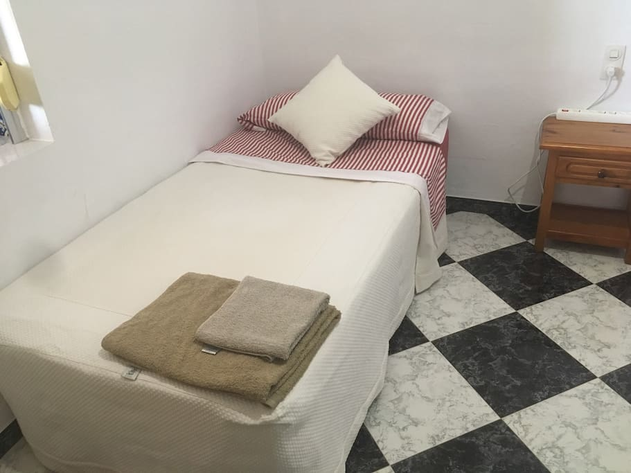 Habitación 2: Dos camas 105 cm