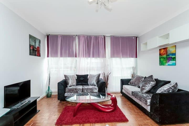 Beautiful 2-bedroom in Bank district