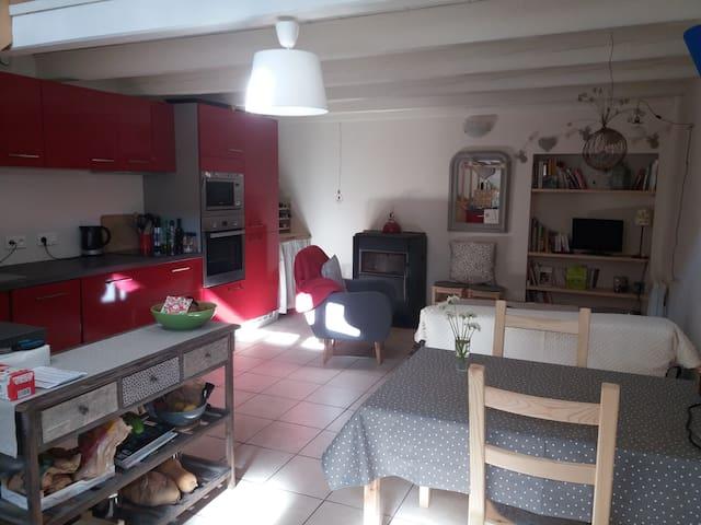 Petite maison chaleureuse Arith/Massif des Bauges - Cusy - Casa