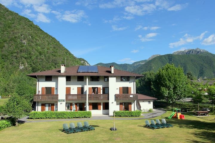 Pretty ground floor apartment with large garden, close to Lake Ledro.