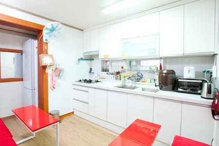 Vegetarian Dorm @Hongdae/Sinchon - Seoul - Bed & Breakfast