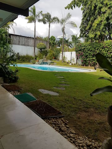 House 600 sq''m  & 1,460 Lot for sell/Rent, Toril.