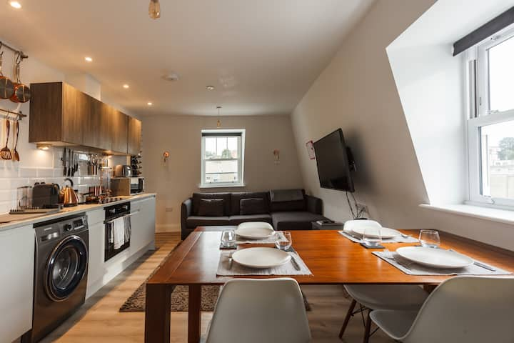 A Beautiful Brand New Town Centre Apartment