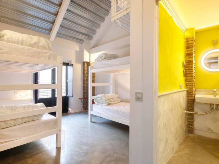 Habitación cuádruple con baño privado