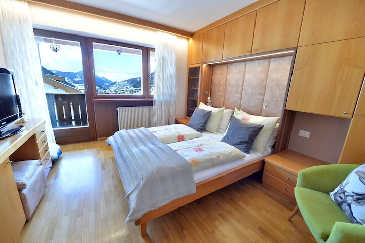 124 - Apt. with balcony 100 m from Sella Ronda