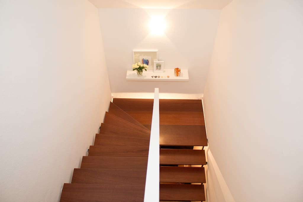 Separater Aufgang zum Apartment / Separate stairs (entrance) to the rooms