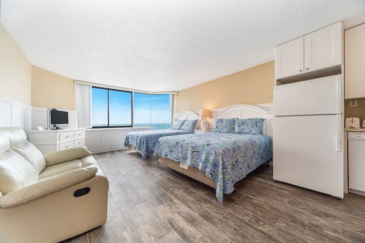 New Listing! Beautiful studio right on the beach! Pool, private beach access!