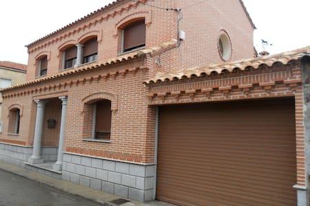 Alquiler habitaciones privadas - Villaluenga de la Sagra - Ház