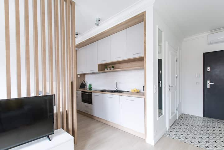 Stylish studio apartment near The Old Square