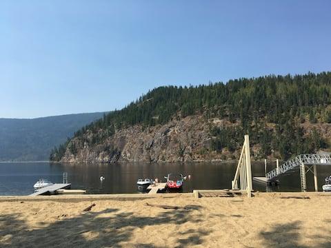 Amazing Lake front cabin