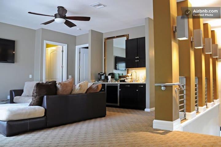 #2 PRIVATE SUITE W. BATH & BALCONY - Tampa