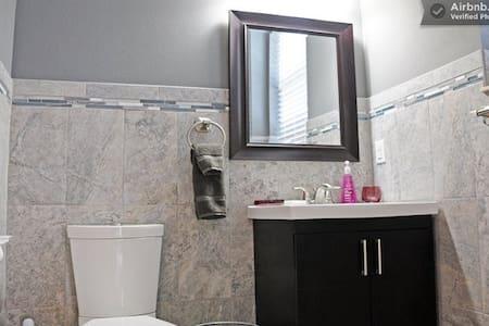 #2 PRIVATE SUITE W. BATH & BALCONY - Tampa - House - 2