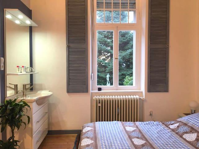 Waschplatz & Doppelbett - Washing stand & double bed