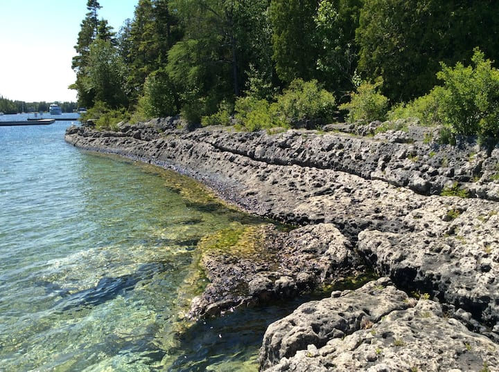 Hiking in the Bruce Peninsula from Queen's Manor