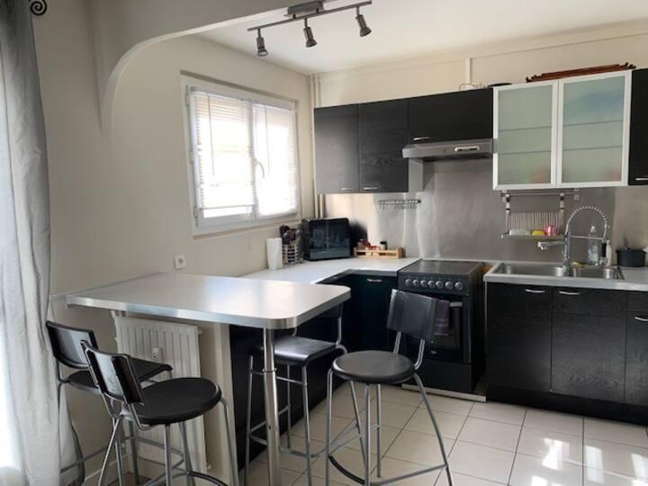 Loue appartement 100 m2 dans résidence calme