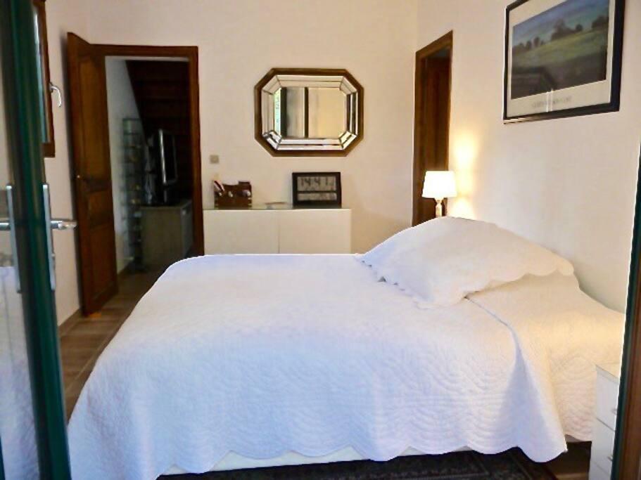 Independent bedroom view towards bathroom