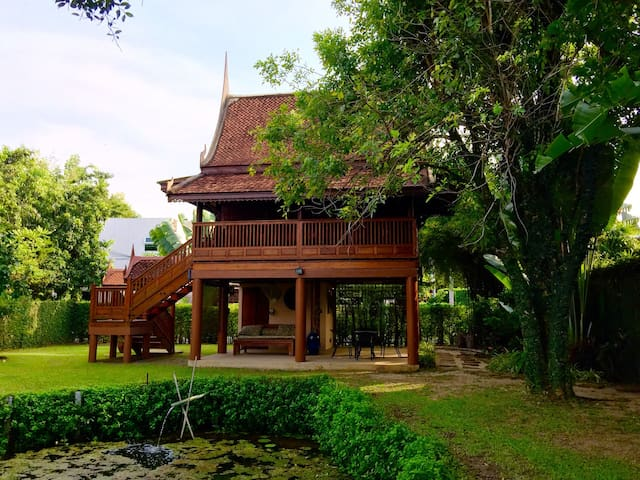 "Teak ""House by the Pond""-Homestay"