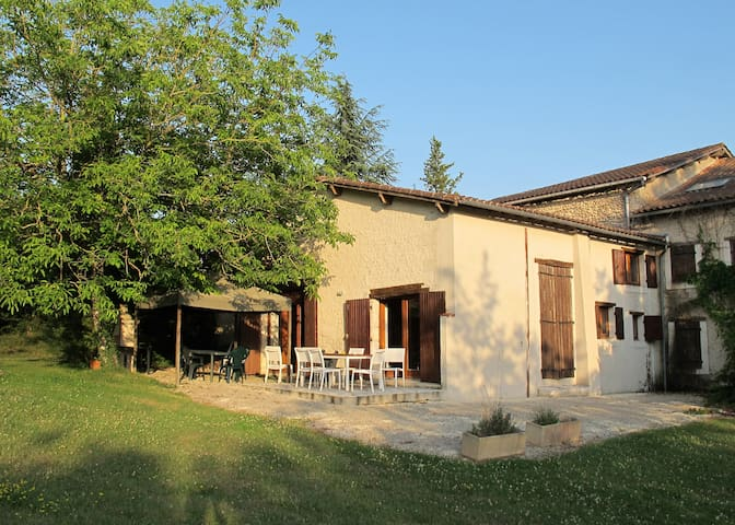 Contemporary villa with shared pool - Saint-Paul-Lizonne - Vila