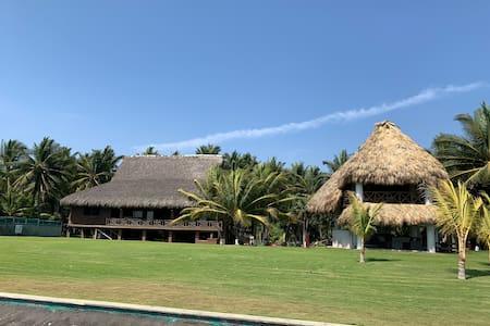 Bahía Tortuga (Ocean Front/Frente al Mar)