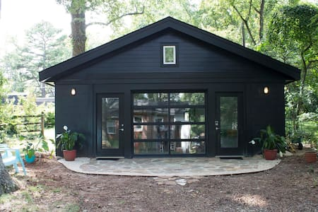 Svartkub - the black cube tiny house. Fresh! - Charlotte