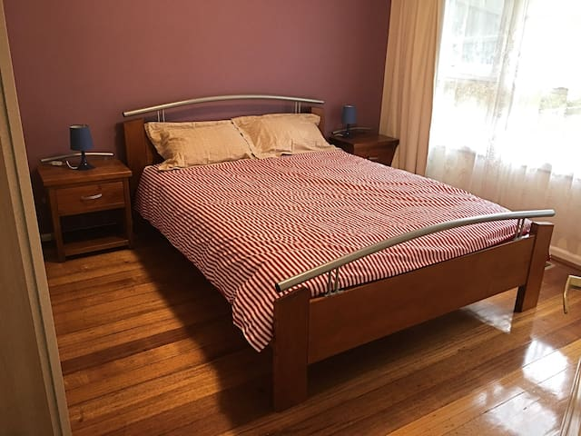 Cozy 3BD / 4BD House Melbourne Eastern - Blackburn North - Hus