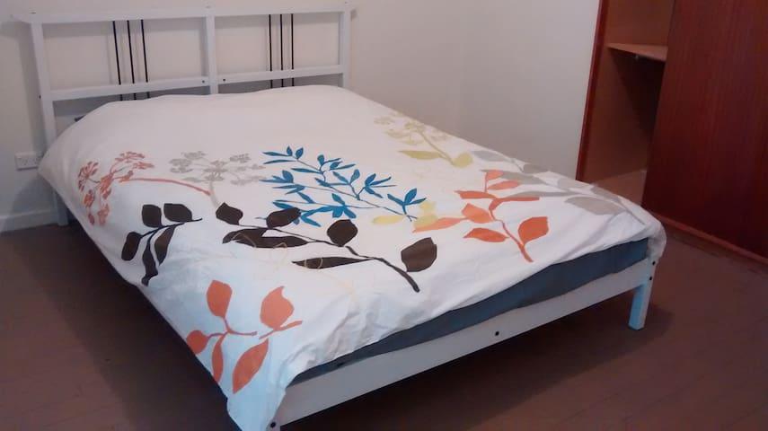 room for rent @ Narrabundah - Narrabundah - Haus