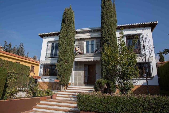 Centraal gelegen Villa met zwembad