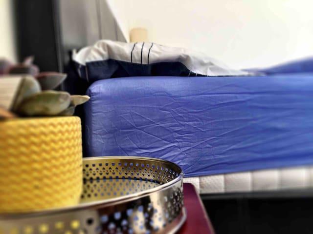 A super comfortable 9 inch memory foam mattress
