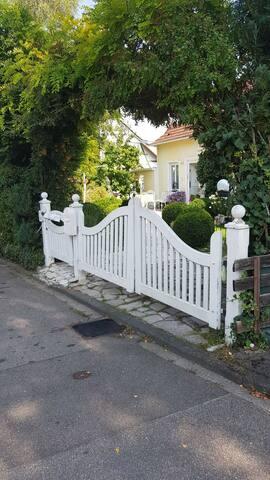 Prvatzimmer mit Bad im Haus im Grünen