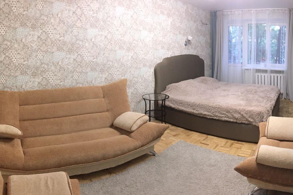 Уютная спальня с шикарной кроватью 180x200