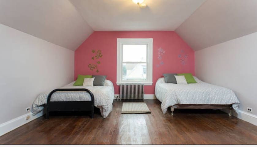 Double Room in Beautiful Home!