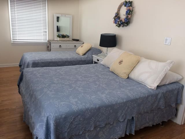 Master Bedroom - Queen Bed & Twin Bed, with Drawers, Nitestand & Lamp
