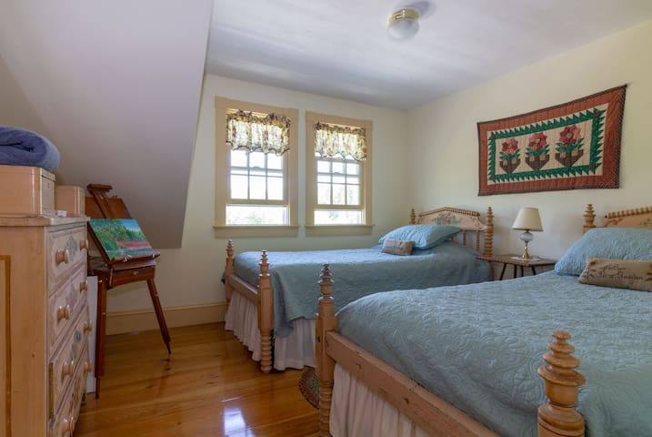 """""""Yellow sunflower"""" twin bed room."""