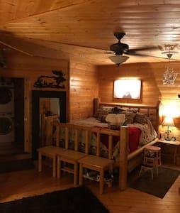 Buena Vista Lookout MOOSE ROOM (Breakfast/Hot Tub) - Independence