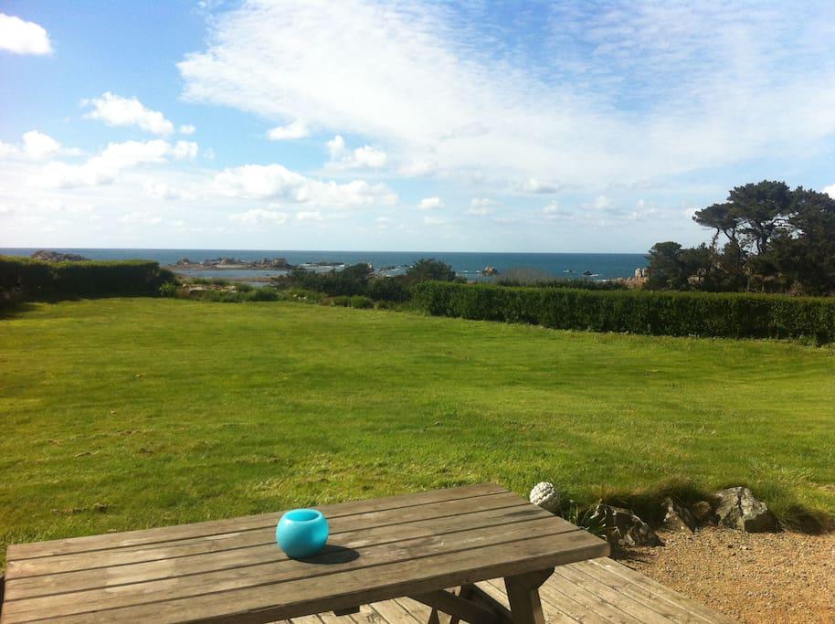 vue face à la mer de la terrasse
