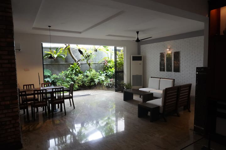 Colombo 7 Luxury Room