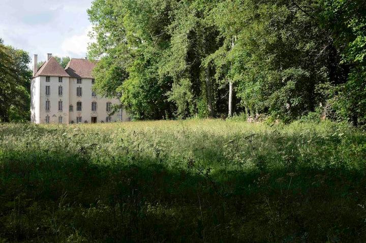 Un château-gîte près de Beaune, en pleine campagne