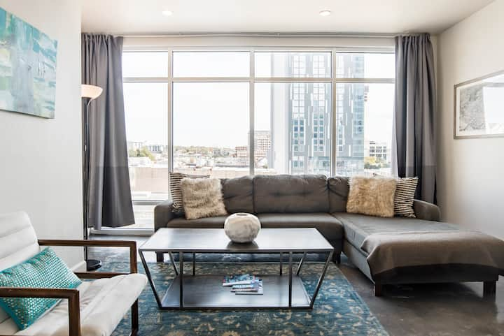 The Littlefields by Lodgewell, Stylish Loft, Downtown Views