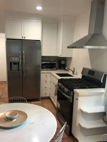 Take advantage of local farmers' markets and walking-distance Whole Foods, Trader Joe's, and Gelson's grocery stores with a full refrigerator, gas stove and oven with hood, microwave, and coffee maker.