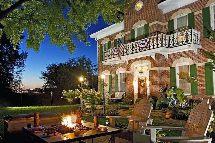 Cloran Mansion (Antonio's Cottage)