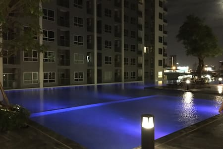 Perfect 1BR New Condo next to Skytrain - Bangkok
